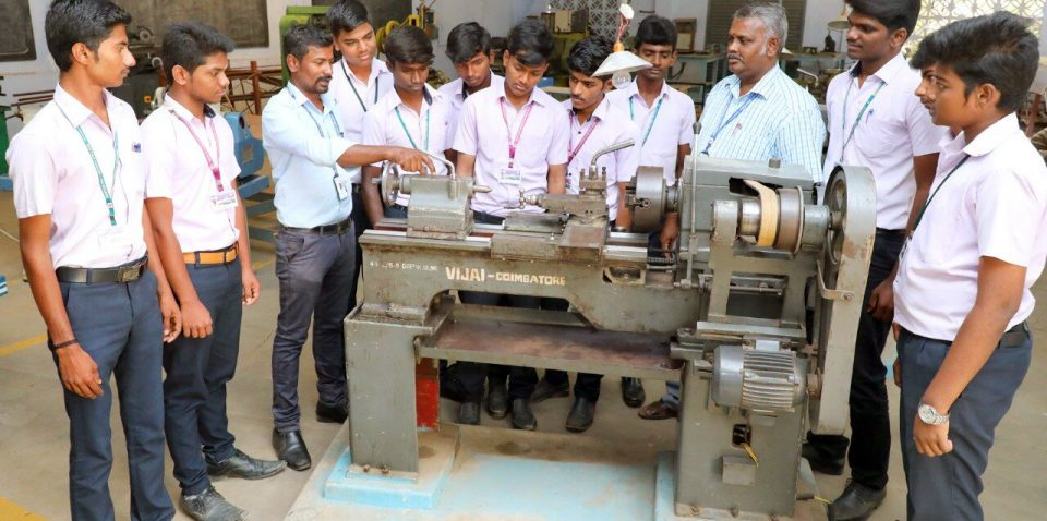 Roever-polytechnic-college-students-working-lathe-machine