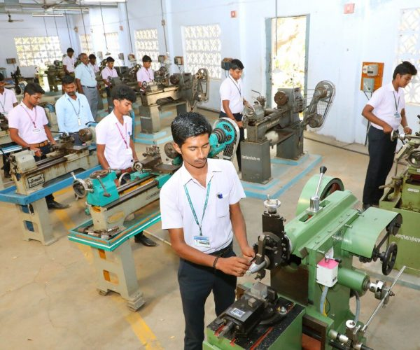 mechanical-lab-at-roever-polytechnic-college