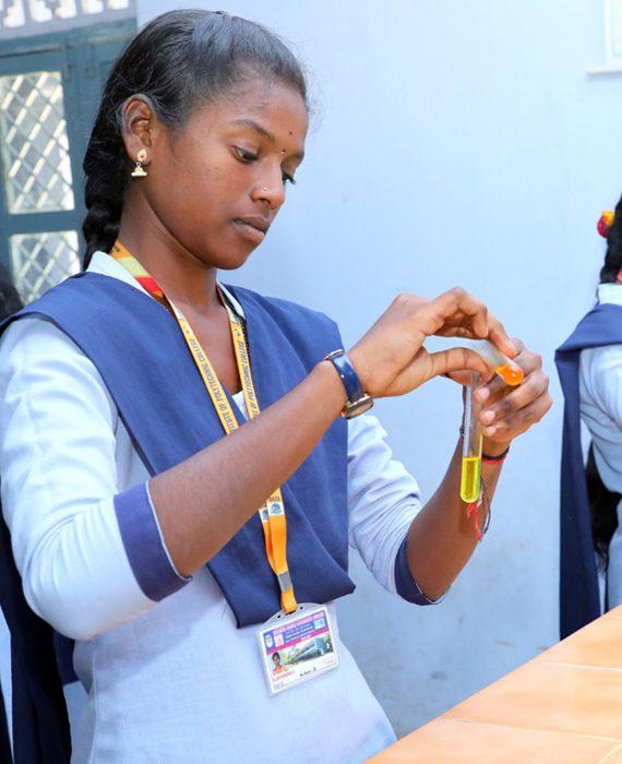 roever-polytechnic-students-chemistry-lab